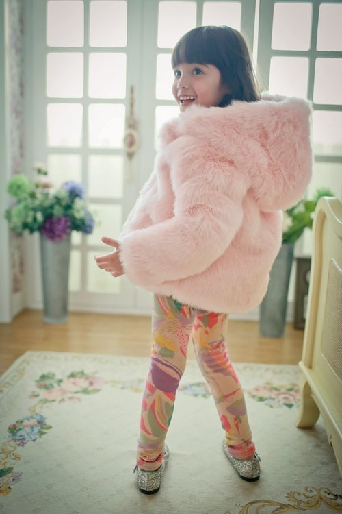2014 autumn and winter Christy & amp; Fang Christmas Pack - color geometric bristles pants + pink fur coat (non-real hair)