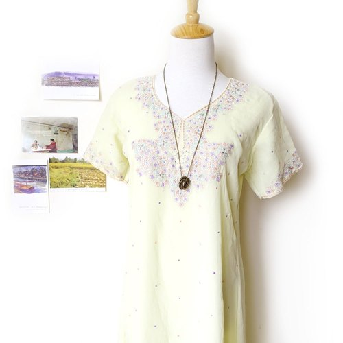 BajuTua / appearing on national wind / elegant pale yellow chiffon embroidered kurta Kuta