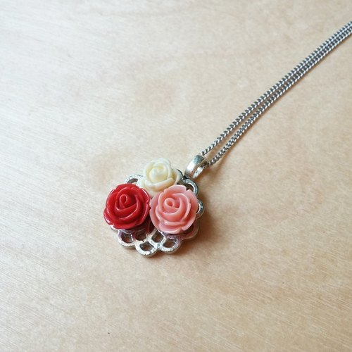 Vintage Romantic Rose short necklace