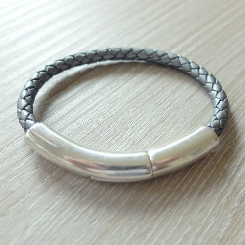 Half of the magnetic buckle leather woven bracelet (silver gray) music in the hand of European jewelry