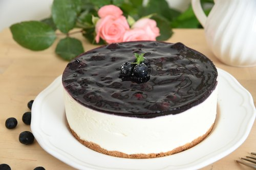Liya Lu blueberry cheesecake France born No. 4 (one hundred percent use of imported French cheese) 6 inches