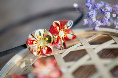 New Year's jewelry and wind hand-made Japanese fabric plum cloth red yellow gold series jewelry hair accessories two flower head hoop ear spot