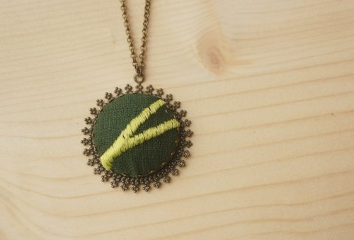 Summer green. hsiu hand-embroidered necklace