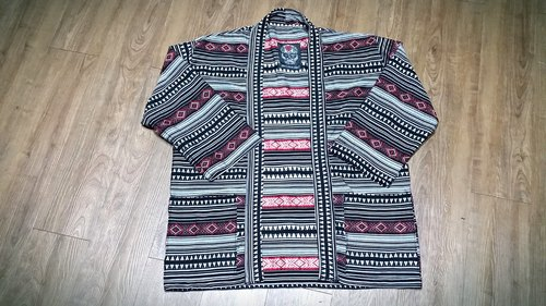 A MIN Hung black and white triangle ethnic totem of national wind handmade custom of modified street kimono cover fir. (Thin cloth)
