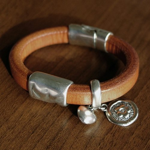 Nameless leather bracelet