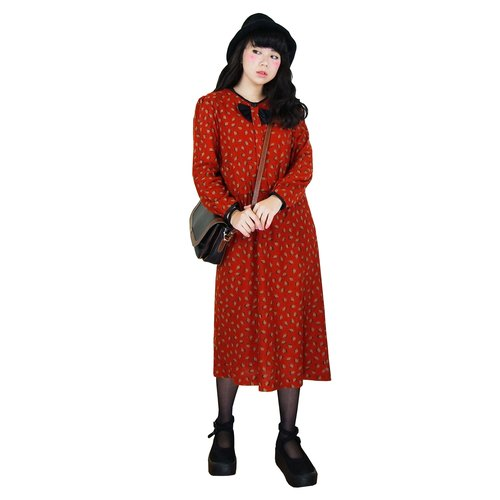 A‧PRANK: DOLLY :: VINTAGE retro with Japan back to brick red fabric flower leaf vintage wool dress