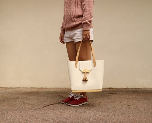 Wooden Butt Bag (white) / tote bag