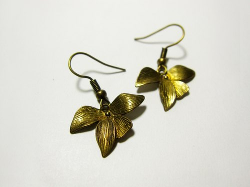 Clover _ bronze earrings [needle]