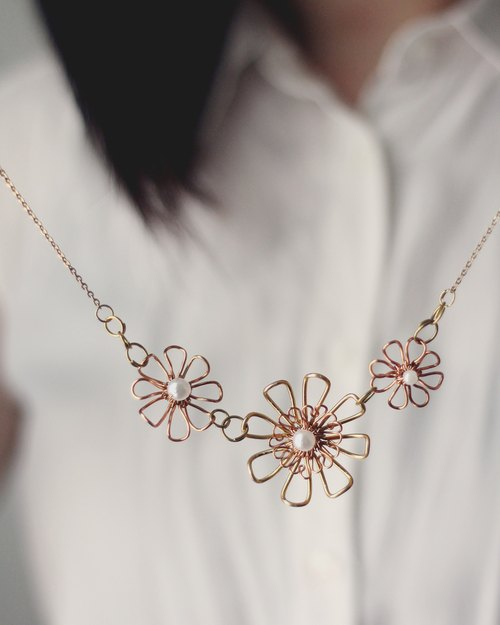 Prairie - Necklace N04 (Golden daisy )