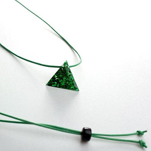 Triangle necklace (green)