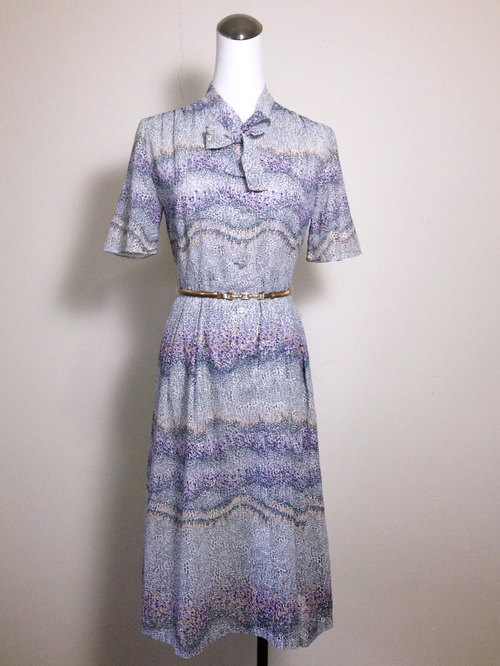 Vintage time [Blue light purple flowers antique lace tie long dress] abroad back to vintage dress VINTAGE