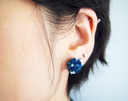 Customized lattice hand-woven sea blue copper wire blue plastic beads clip earrings made in Hong Kong ME006