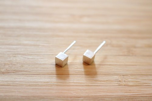 < ☞ HAND IN HAND ☜ > Silver - Silver Earring positive Cube (0548)
