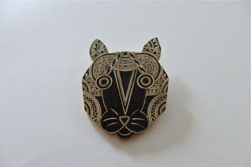 Tree brooch [cat]