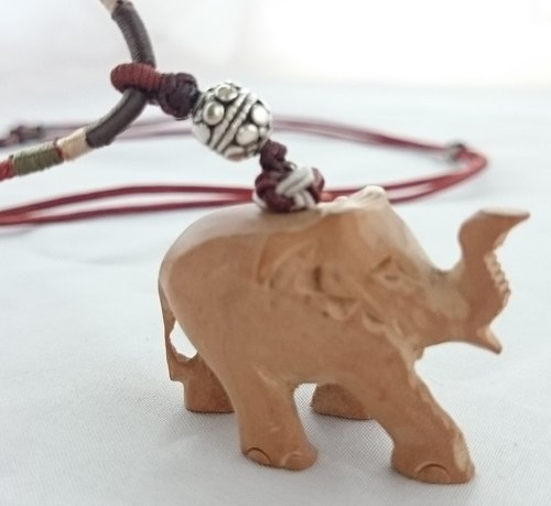 "㊣ India Laoshan sandalwood ""elephant necklace"" brown rope section"