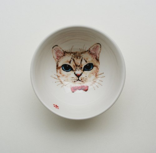 Hand painted small tea cup - blue eyes little white cat