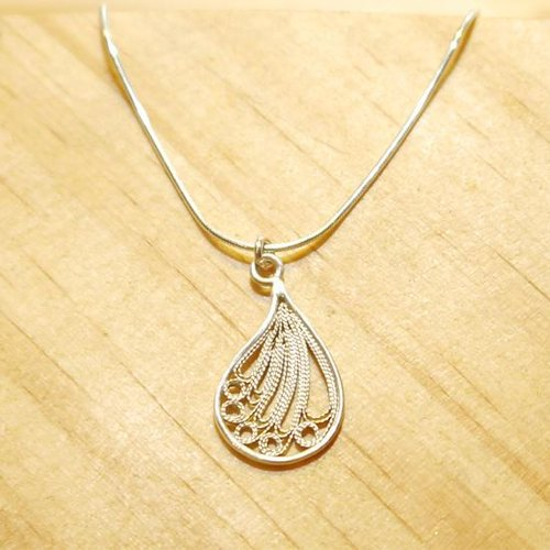Small droplets Filigree necklace