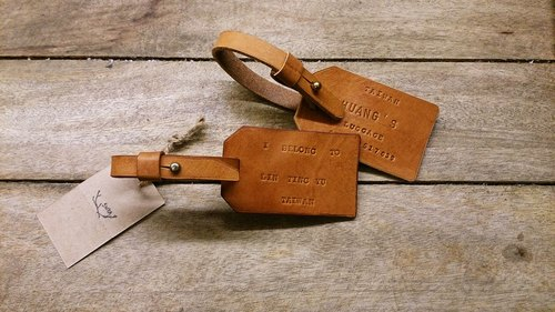 Hand skarn Shika // Italian vegetable-tanned leather material _ _ leather luggage tag
