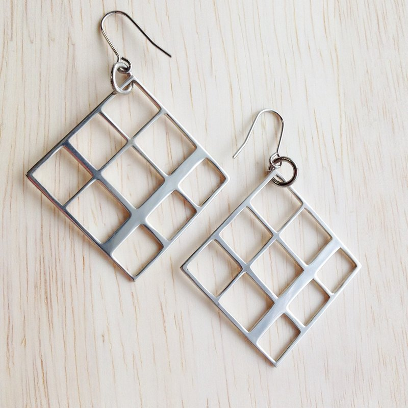 [Order production] earrings / Silver 950SHIKAKU (square) × check design