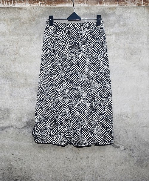 Blue white water jade little skirt size geometric vintage - dislocation vintage -