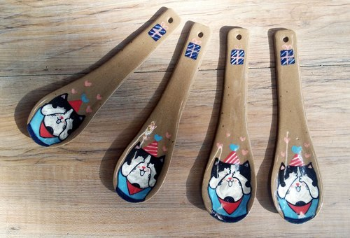 Christmas gift ceramic spoon ✖ black and white cat ─ guess gifts, opening presents