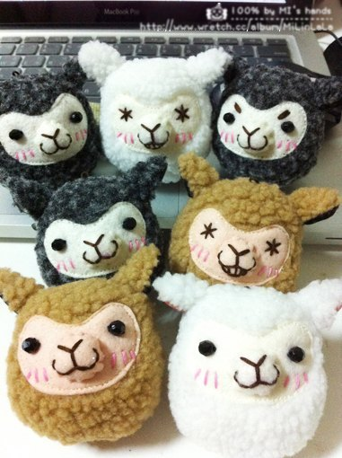 Alpaca mud horse - Charm Key Chains