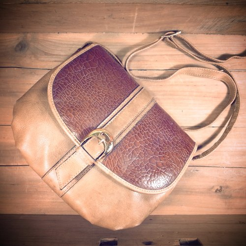 [Bones] caramel color stitching leather embossed print dorsal small square package package genuine antique Vintage