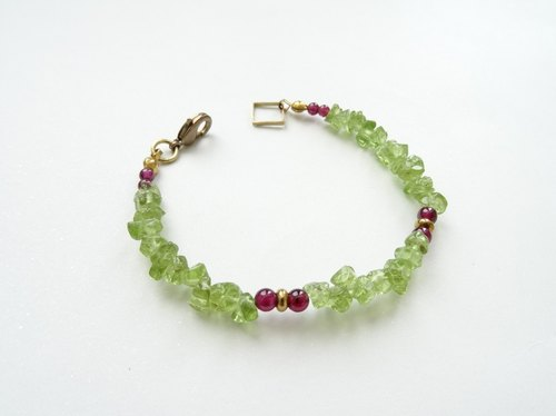 :: Fruity Season:: Peridot and Garnet Beaded Brass Bracelet