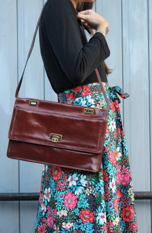 F1813 [Italian gold standard] (Vintage) shoulder slung brown leather bag (elegant double mezzanine)