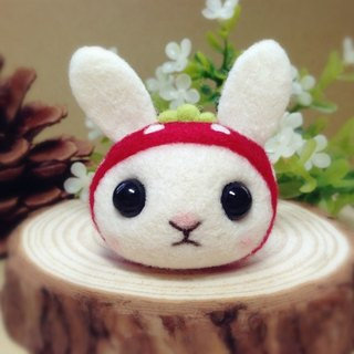 [Hairy] cream wool felt hat cute little bunny fantasy strawberry bunnies headphone plug dust plug mobile phone strap keychain birthday gift