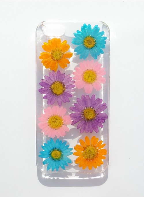 Handmade phone case, Resin with Real Flowers, Apple iphone SE, Daisy Case, Part 2