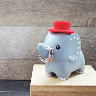 Small cute elephant ring jewelry frame decoration handmade wooden healing small wood carving