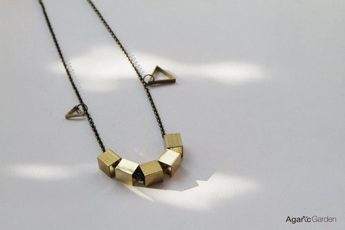 █ Yi Gerui squares geometric necklace