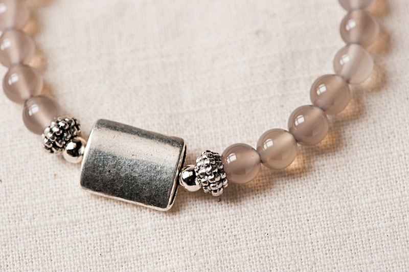 [Woody's Handmade] quiet. Gray agate single layer bracelet. a section.