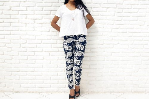 [Latest !!] hibiscus print stretch leggings Long Pants <navy>