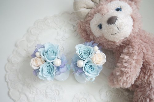 Births playful baby shoes gift roses gift