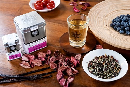 Grazing Alberta Herbal Black Tea Rose Aromatic and thick Cranberry berry flavor Soft and sweet