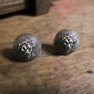 Time Travel【vintage handmade earrings:Silver Lion】