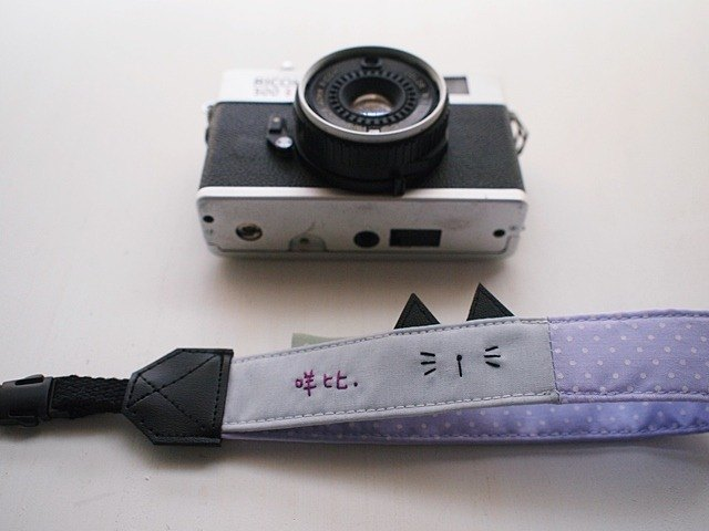 hairmo. Cat eye single microphone hanging wrist camera / Polaroid / mobile phone with - purple dots (holes)