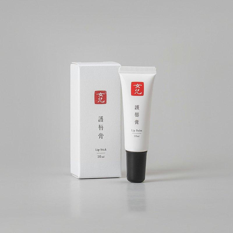 護唇膏 l 無香料。斜嘴接口設計
