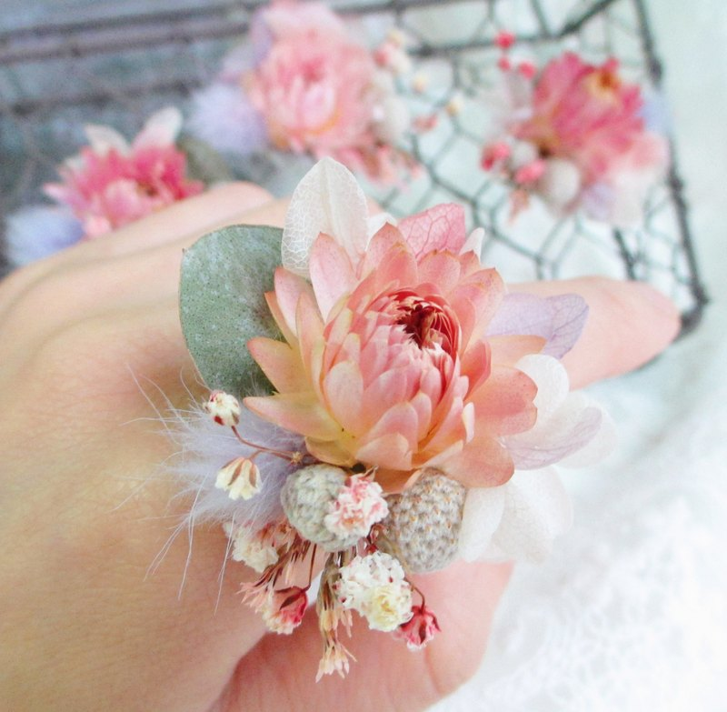 [to put on a happy - wedding flower ring] bridesmaid ceremony ring