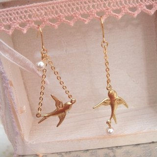 Garohands Golden Swift Crystal Pearl Earrings D069 present