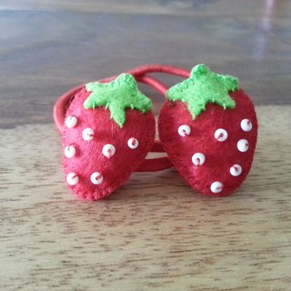 CaCa Crafts | Juicy Strawberry small strawberry hair ring