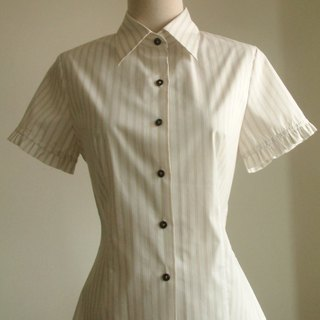 Small flouncing striped short-sleeved shirt - brown white stripes