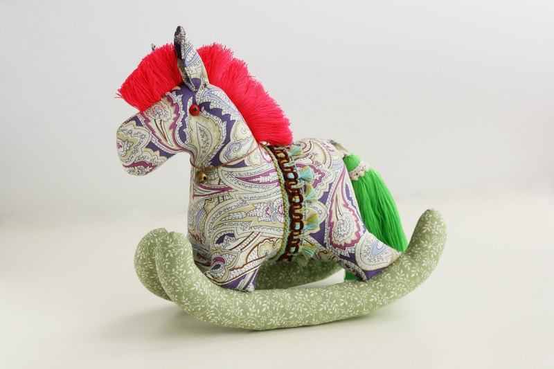 Even shook his hand-sewn Maputo / decorations (large purple cloth bottom) - Fabric Rocking Horse