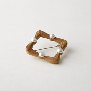 wood Hand-carved square · brooch-S-