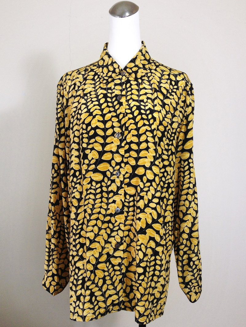 When vintage [antique shirt / yellow leaf pure silk antique totem shirt] abroad back to high texture