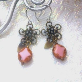 Motif antique beads handmade earrings - pink cherry