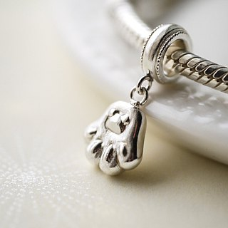 Handmade 925 sterling silver [cat's palm pendant Charm. necklace] holding the hand of the cat, with the cat
