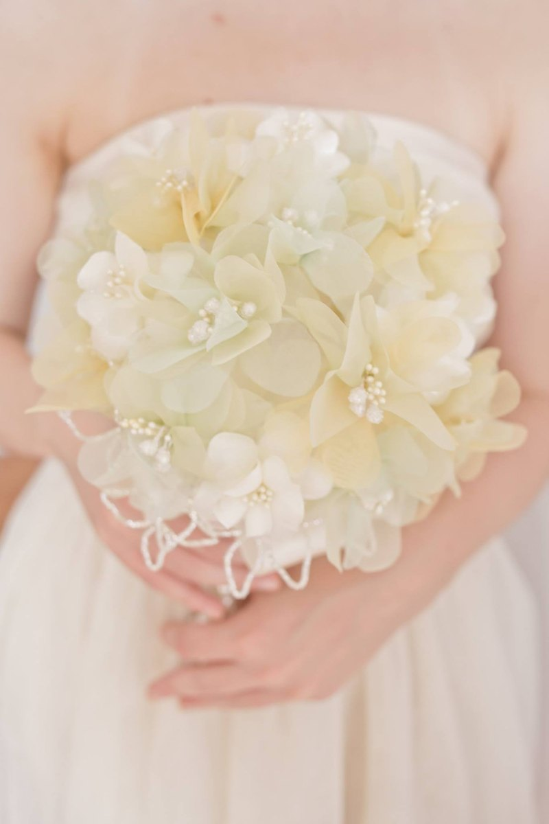 The bouquet takes the elegance as if each person selected it or was chosen by it.